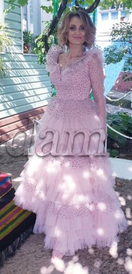 Bună seara!  Vreau să vă mulțumesc pentru ținuta mea în calitate de soacră mică! M-am simțit minunat, în cea mai frumoasă, rochie, de la Madam.md.